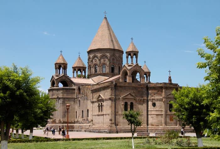 Pertur: Peregrinaciones y turismo religioso. Armenia